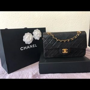 🔥 ✨Authentic Chanel Vintage small classic flap✨🔥